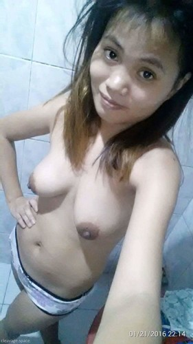 Young Indonesian Girlfriend Let Loose Her Soft Tits and Big Nipples